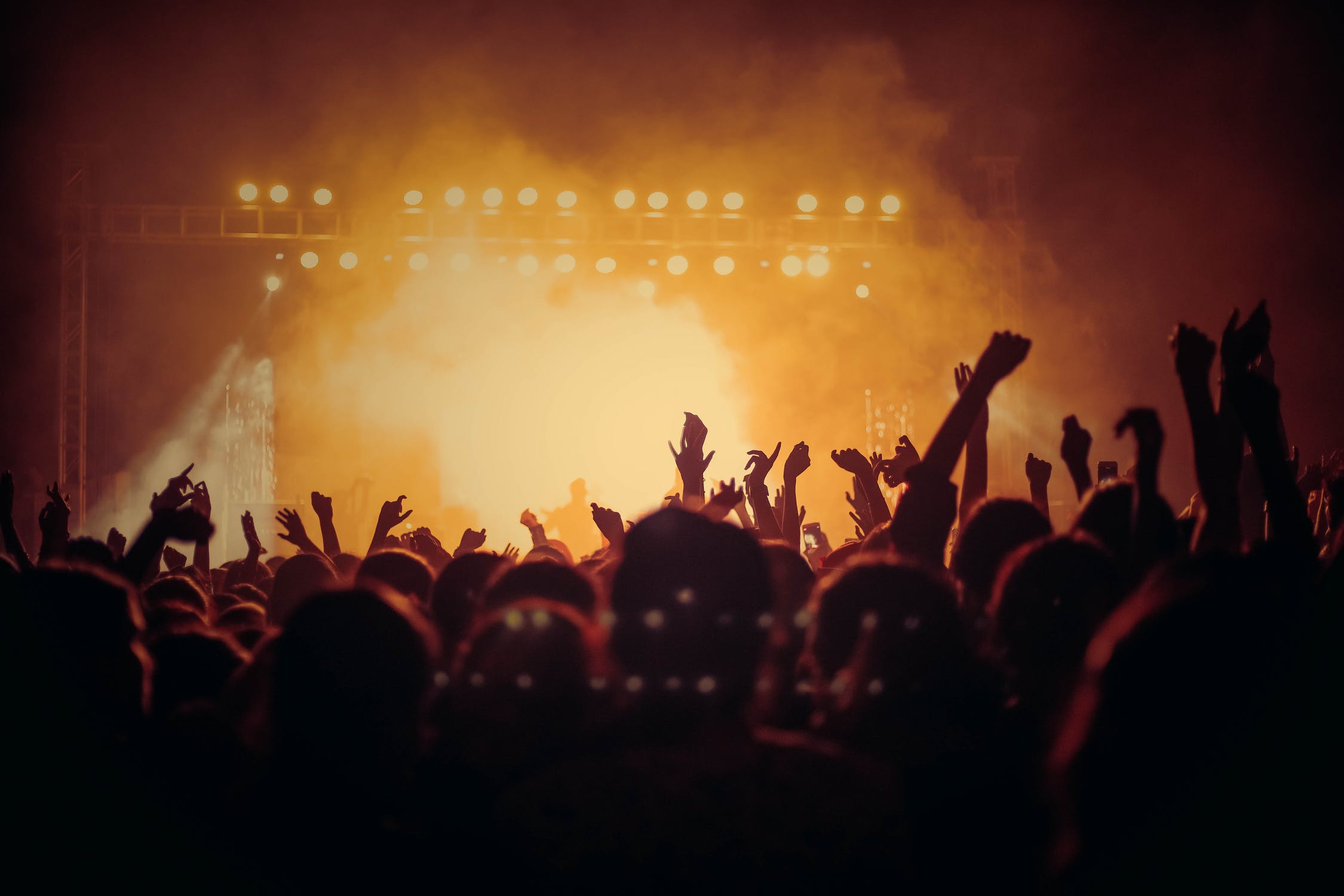 keeping-your-hearing-safe-at-a-festival-or-gig